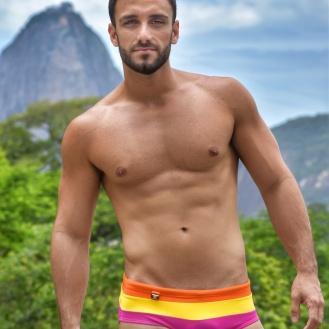 Bruno veste sunga EXODIA CLASSIC Hélio (R$129)