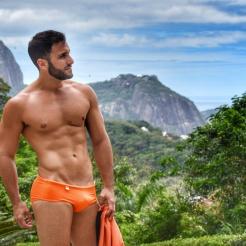 Bruno veste sunga EXODIA CLASSIC laranja (R$109)