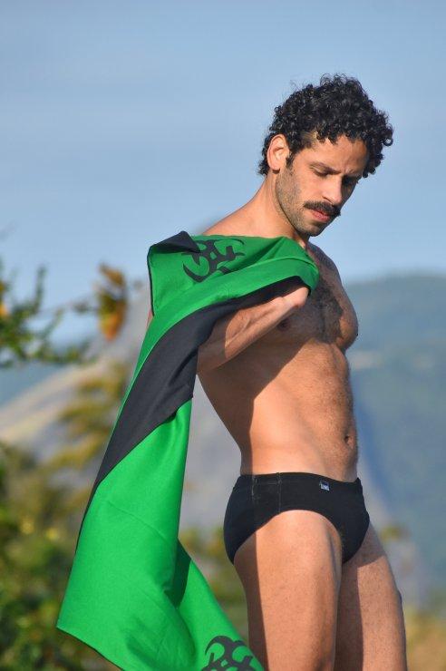 Sunga SLIM black velvet e canga verde bandeira