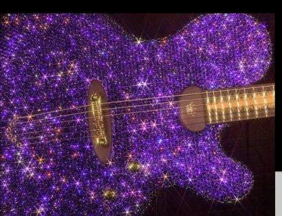 Guitarra púrpura